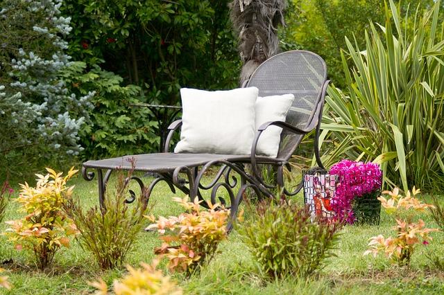 אלמנטים דקורטיביים לגינה