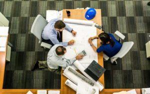 בונים בית חדש: אלו בעלי המקצוע שאתם צריכים בדרך